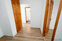 Agentia imobiliara PRIMA CASA va prezinta oferta de vanzare a unui apartament decomandat cu 2 camere situat in Galati, cartier Micro 17