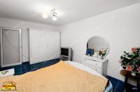 Agentia imobiliara AcasA va propune spre cumparare un apartament cu 3 camere decomandate situat in Galati, cartier Micro 17