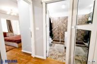 Agentia imobiliara DELUXE va prezinta oferta de vanzare a unui apartament cu 2 camere decomandate situat in Galati, pe faleza Dunarii