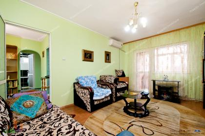 Proactiv Imobiliare va prezinta oferta de vanzare a unui apartament decomandat cu 2 camere situat in Galati, cartierul IC Frimu, pe strada Nae Leonard
