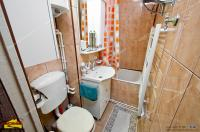 Agentia imobiliara AcasA va prezinta oferta de vanzare a unui apartament decomandat cu 2 camere situat in Galati, cartier Micro 21