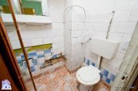Agentia IMOBILIS va propune spre cumparare un apartament decomandat cu 3 camere, situat in Galati, cartier IC Frimu