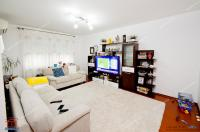Agentia Imobiliara Familia va prezinta spre cumparare un apartament  decomandat cu 2 camere situat in Galati, stradal, pe Nae Leonard