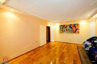 Agentia Imobiliara Familia va  prezinta oferta de vanzare a unui apartament decomandat cu 2 camere  situat in Galati, Micro 20