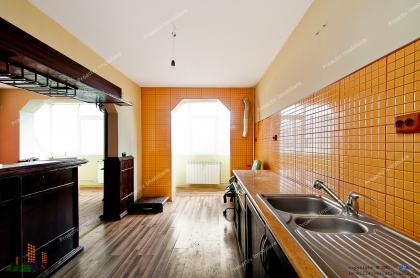 Proactiv Imobiliare va face cunoscuta oferta de vanzare a unui apartament cu 3 camere decomandate situat in centrul orasului Galati
