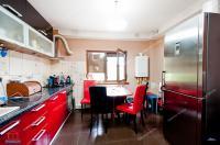 Agentia Imobiliara Familia va propune in exclusivitate oferta de vanzare a unui apartament decomandat cu 3 camere situat in Galati, Cartier Micro 21, zona