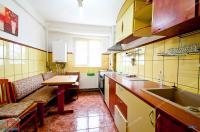 Agentia Imobiliara Familia va propune spre cumparare un apartament cu 2 camere decomandat situat in Galati, Cartier Mazepa 2, zona Casieria Renel
