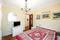 Agentia Imobiliara Familia va propune spre cumparare un apartament cu 2 camere decomandat situat in Galati, cartier Micro 20