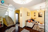 Vila propusa spre vanzare prin Agentia imobiliara AcasA este pozitionata foarte aproape de orasul Galati, la intrarea in Satul Costi