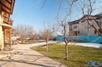 Va propunem spre vanzare o vila P+1 localizata intr-o zona linistita a orasului Galati,in partea de nord a acestuia, pe aleea Arcasilor.