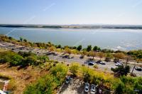 Va prezint oferta de vanzare a unui apartament decomandat cu 3 camere, complet amenajat si utilat, situat in Galati pe Faleza Dunarii