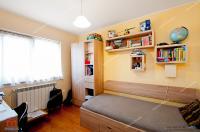 oferta de vanzare a unui apartament decomandat cu 3 camere situat in Galati, Micro 18, zona Spitalului Judetean