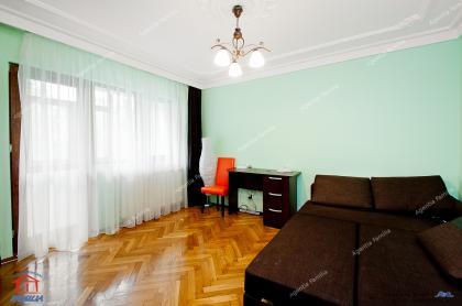 apartament cu 2 camere decomandat situat in Galati, zona Centru, in apropiere de Restaurant