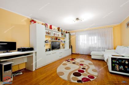 oferta de vanzare a unui apartament decomandat cu trei camere mari situat in Galati, la S-uri pe Nae Leonard