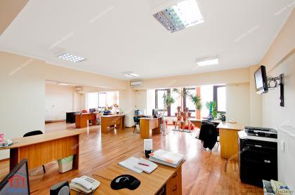 oferta de vanzare a unei proprietati compusa din doua apartamente cu trei camere unite, folosita ca si birou de lucru, situata in Galati, pe faleza Dunarii