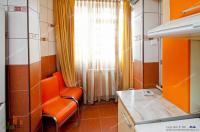 apartament decomandat cu 2 camere situat in Galati, la etajul 1 al unui bloc cu 4 niveluri, in cartierul Siderurgistilor