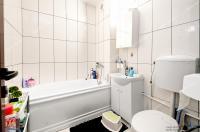 apartament semidecomandat cu 3 camere situat in zona  Micro 16 din Galati