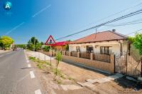 casa situata in centrul comunei Frumusita