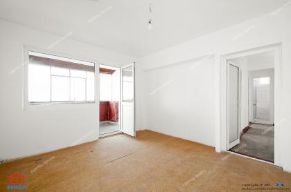 oferta de vanzare a unui apartament decomandat cu 2 camere situat in Galati, la capatul troleului in Micro 20